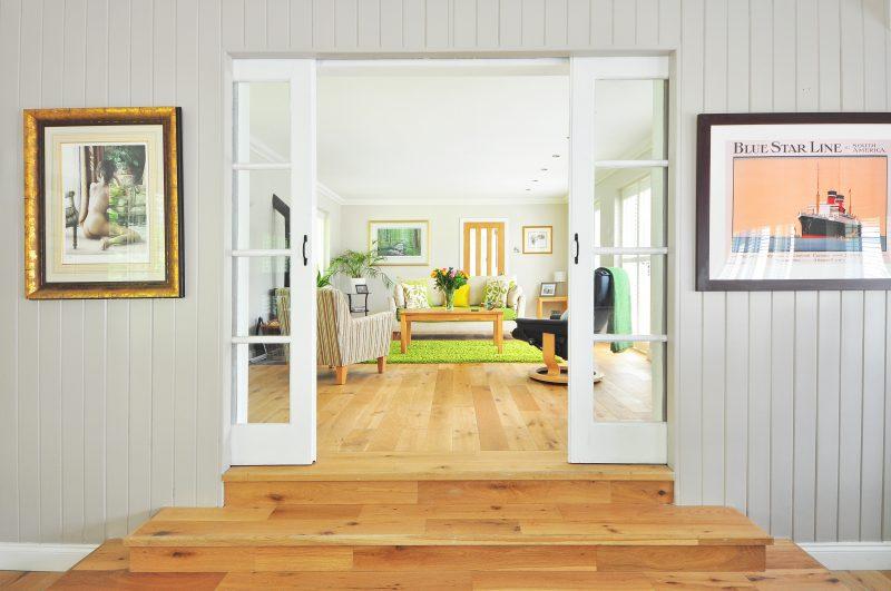 Obývací pokoj a vstupní chodba